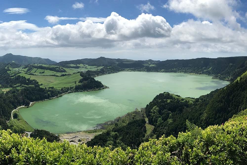 Vue sur le Lagoa de Furnas du Miradouro do Pico do Ferro - Sao Miguel