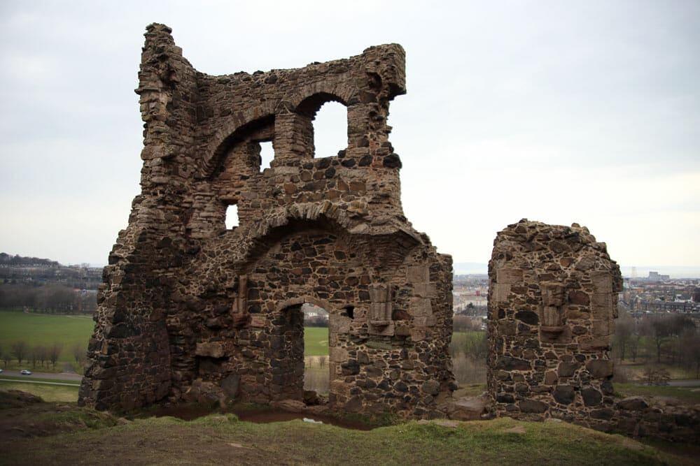 St. Anthony's Chapel - Arthur's seat - Edinburgh