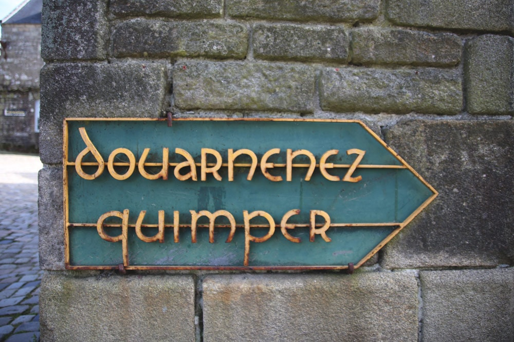 Panneau de direction Douarnenez/Quimper