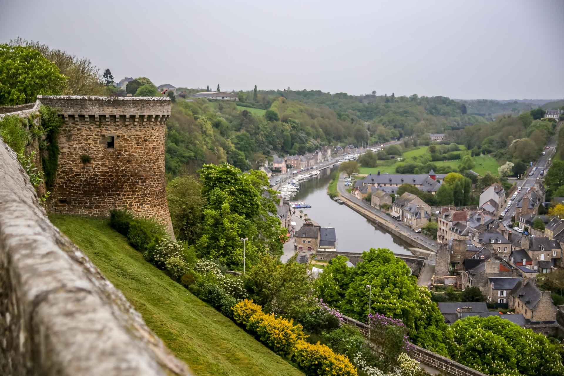 Vue des remparts sur la Rance