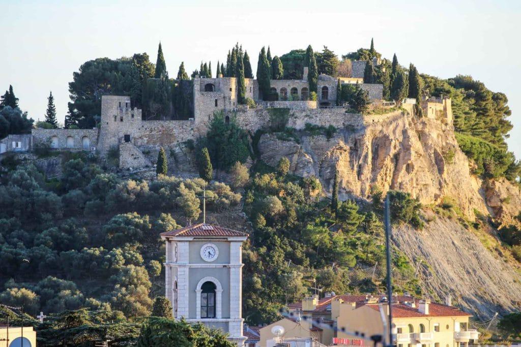 Cassis's castle