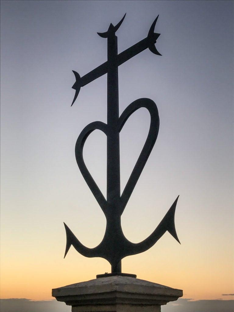 Croix Camarguaise Notre-Dame de la Garde - Marseille